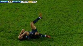 Fotbalový simulant předvedl nehorázné divadlo.