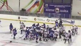 Rvačka malých hokejistů