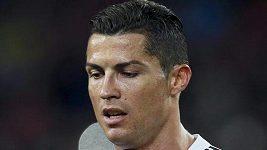 Naštvaní fanoušci Realu napadali hráče po El Clásicu.