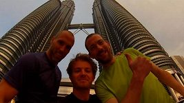 Jezdec Formule 1 Rosberg vyběhl 2000 schodů na Petronas Towers v Kuala Lumpuru