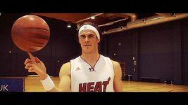 Gareth Bale to umí i s basketbalovým míčem