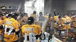 Hokejisté Litvínova oslavují mistrovský titul