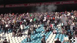 Nepokoje v ochozech před utkáním mezi Partizanem a Crvenou Zvezdou