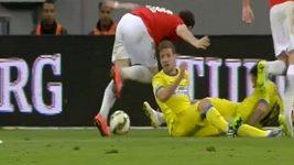 Nepochopitelný zákrok rumunského fotbalisty