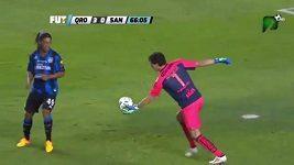 Ronaldinho napálil brankáře, gól mu však neuznali