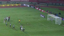 Rogerio Ceni dává rozhodující gól proti Santosu
