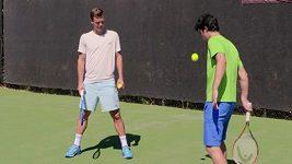 Tenisové špičky se učily triky s raketou a míčkem