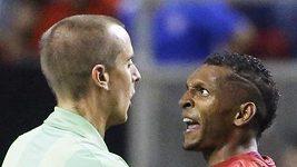 Ruka, po které se kopala první penalta v zápase Mexiko - Panama