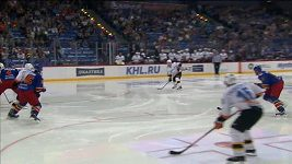 Přihrávka Němce na gól Trubačeva v KHL