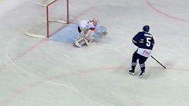 Expardubický útočník si v KHL vychutnal českého brankáře.