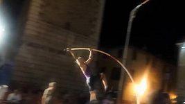Nebezpečný pád tyčkaře Balnera v italském Chiari