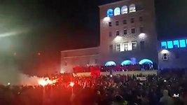 Albánci v Tiraně oslavují postup na EURO 2016