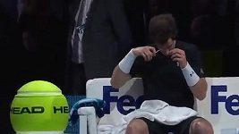 Andy Murray si během utkání stříhal vlasy