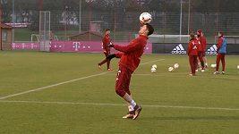 Robert Lewandowski na tréninku kouzlí s míčem