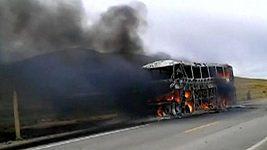 Autobus bolívijských fotbalistů zachvátil požár
