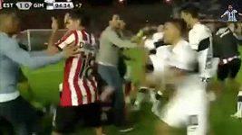 Fotbalisté v Argentině se poprali