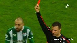 Necid viděl v Turecku červenou kartu.