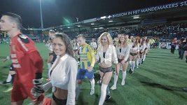 Zvláštní nástup na fotbalové utkání v Nizozemsku
