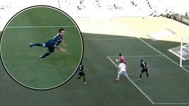 Fotbalista si sám přivodil tři zranění najednou