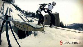Slovinci předvedli tandemový skok na lyžích z můstku