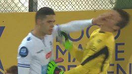 Fotbalista napadl vlastního brankáře