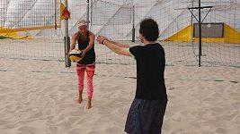 Trénink s plážovými volejbalistkami Slukovou a Hermannovou