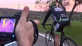 Motůrek v kole odhalila termokamera - ilustrační video