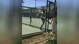 Íránský tenista řádil jako smyslů zbavený