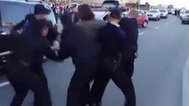 Policisté zatýkají opilého olympijského vítěze