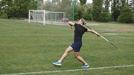 Bez komentáře: Barbora Špotáková trénuje hod oštěpem