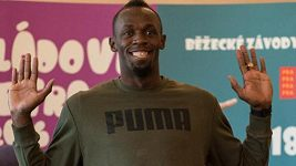 Usain Bolt - Nadšené děti lovily selfie s Boltem