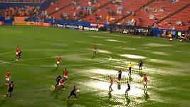 Fotbal na vodě v zápase Dallas - Houston