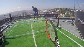 Federer vs Haas v oblacích