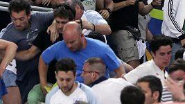 Řádění fandů před zápasem Německo - Ukrajina