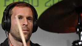 Petru Čechovi to jde i za bicí soupravou