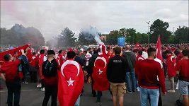 Fanoušci před Tureckem