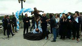 V Buenos Aires odhalili sochu Messiho