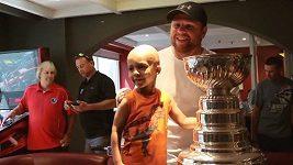 Phil Kessel s dětmi v nemocnici.