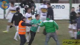 Na fotbalovém zápase v Argentině se strhla hromadná bitka