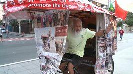 Šedesátiletý Číňan přijel na olympiádu do Ria na tříkolce