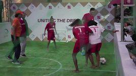 Fotbalová exhibice hvězd. Hrály i děti z favel