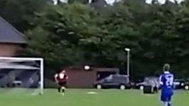 Gólman dostal gól a ještě si utržil zlomeninu