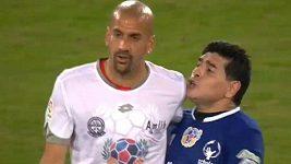 Maradona se pohádal s Verónem