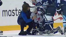 Zákrok Arťuchina v KHL