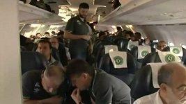 Rozhovory s kopilotkou a hráčem Chapecoense těsně před startem letu
