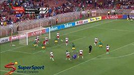 Brankář Masuluke vstřelil úchvatný gól.