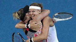 Lucie Šafářová po triumfu ve čtyřhře na Australian Open.