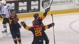 Hokejista Dylan Strome skóroval s vypůjčenou hokejkou