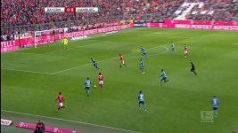 Bayern dal dárek trenérovi, Hamburku nasázel osm branek