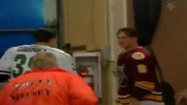 Hokejisté se porvali i mimo led